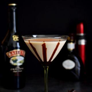 Baileys Martini - Pepper Delight #pepperdelightblog #recipe #drink #martini #partydrink #cocktail #festival #baileys #baileysmartini #vodka #godiva #gameday #christmas #easter #newyear #winterdrinks