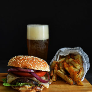 Portobello Mushroom Burger - Pepper Delight #mushroom #burger #vegeterian #mushroomburger #portobelloburger #meatlessrecipes #meatlessmonday #balsamicvinaigrette #holidayrecipes #party #memorialday #veggieburger #giantmushroomcaps #vegeterianmushroomburger