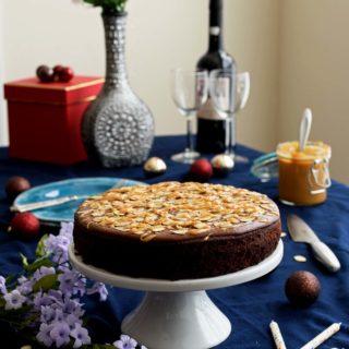 Chocolate Cake with Dulce De Leche - Pepper Delight #pepperdelightblog #recipe #cake #chocolatecake #dulcedeleche #birthdaycake #celebration #christmas #dessert #birthday #chocolatefrosting #party #holidayrecipes #holidaycake #onepancake #onepanchocolatecake #onebowlcake #baking #fall #dulcedelecheovenmethod